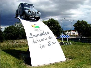 Monument 2cv a lempdes 2